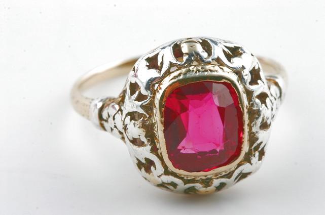 gold ring 750 mit rotem stein antik antikschmuck ebay. Black Bedroom Furniture Sets. Home Design Ideas